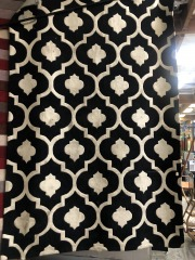 NEW Black and White Area Rug 8'x 10'