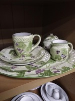 Grapevine 27 Piece China set