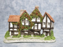 David Winter THE APOTHECARYS SHOP Porcelain Cottage